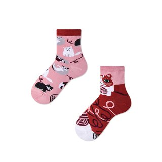 Socken Kids Playful Cat von Many Mornings